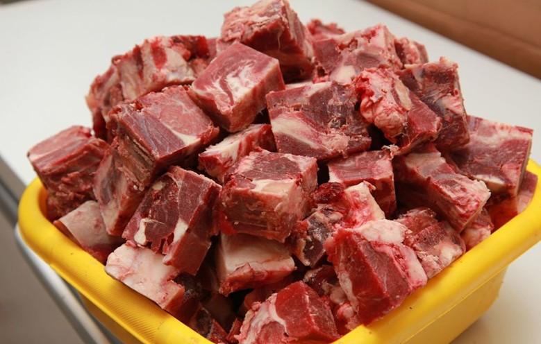 Мясо - основная пища собаки